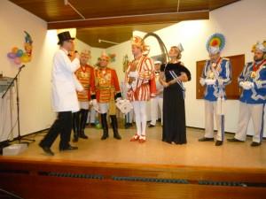 Hoher Besuch im St. Anna-Stift: Das Prinzenpaar wird von Oberpolier Dennis Klusmeier begrüßt.