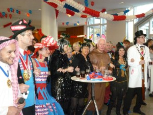 Tolle Stimmung in der Handwerkskammer: Auch Präsident Andreas Ehlert (2. von links) war von der karnevalistischen Veranstaltung angetan.