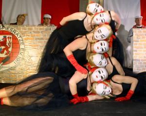Immer wieder ein Augenschmaus: Einige Tänzerinnen der Showtanzgruppe KakaJu während ihres Auftritts.