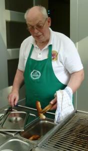 Vorsitzender Heinz Krudwig war beim Sommerfest der Grillmeister.