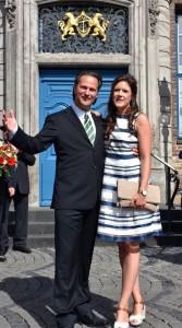 Das neue Prinzenpaar vor dem Rathaus.