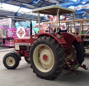 Neuer Traktor Wagenbauhalle