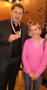 Pfarrer Heribert (soeben mit dem Spiesratze-Orden ausgezeichnet) und Sabine Deeken.